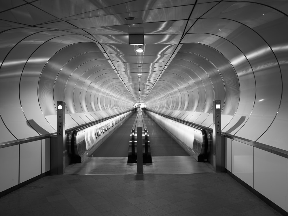 Subway Rotterdam (c) Copyright Joel Tjintjelaar – pure black and white capture with the Phase One IQ3 Achromatic